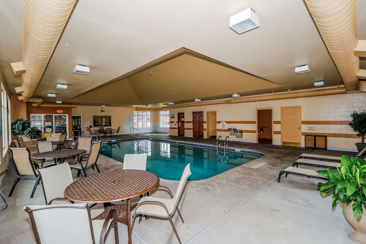 Wisconsin Dells Getaways Indoor Pool With Dining #408