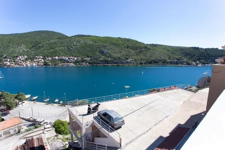 Apartment Any -Lovely place ,Terrace & sea view