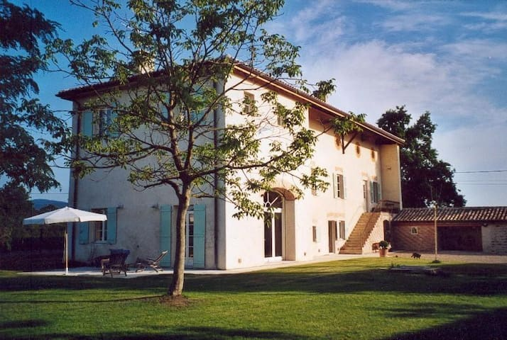 Your flat in the middle of Beaujolais vineyard - Corcelles-en-Beaujolais - บ้าน