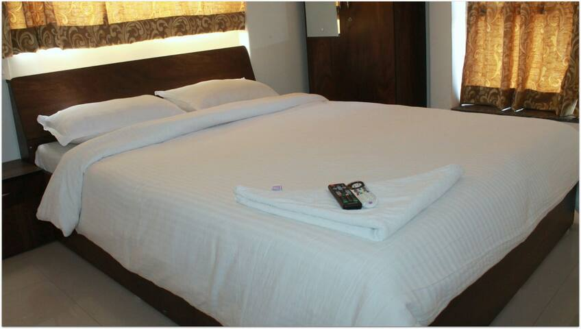 Deluxe AC Bedroom+Free Wifi, Kharadi, Pune