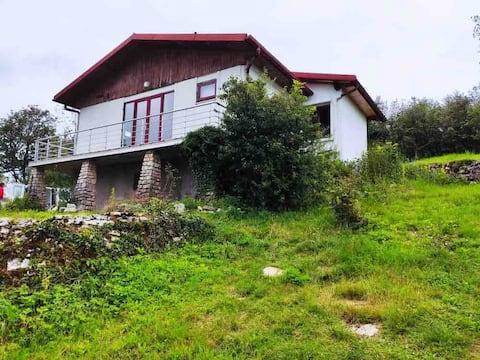 Petite maison avec vue imprenable sur le Doubs