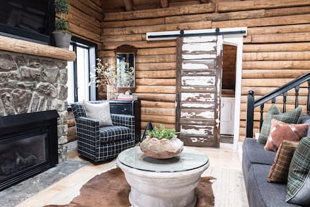 Cozy Mountain Log Cabin