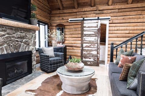 Cozy Mountain Log Cabin