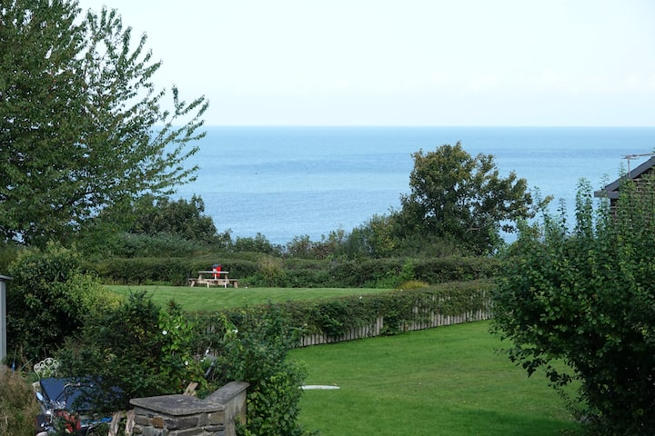 New Quay first floor flat with sea views