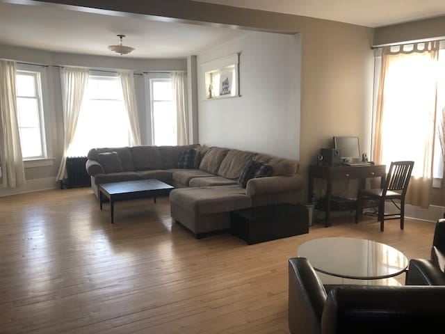 Spacious Home Near Downtown - 3 Bedrooms + Loft