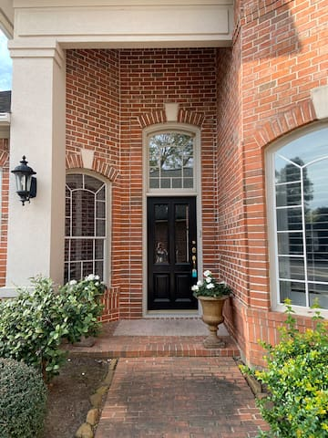 Private, multi-room oasis in NW Houston!!