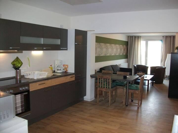 Moderne Wohnung mit stylischem Dschungelfeeling