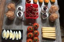 Petit-déjeuner alsacien à déguster dans un cadre apaisant (compris dans le prix de la nuitée).