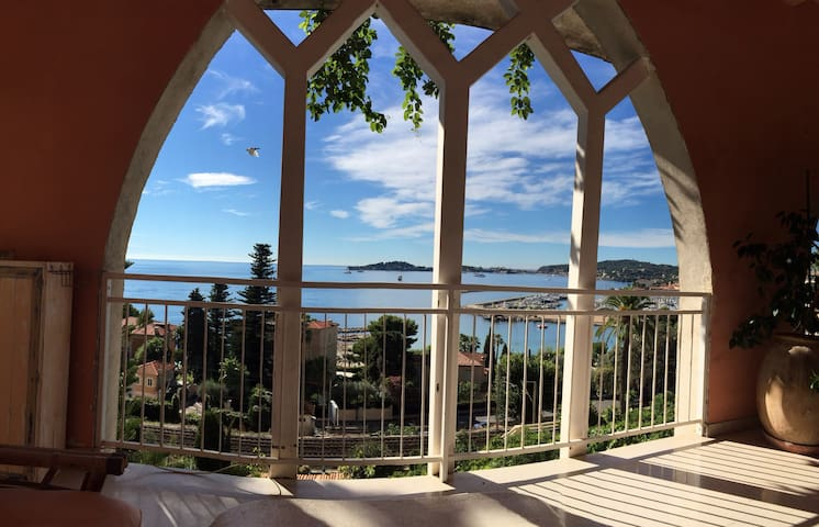 Bright seafacing flat with large private terrace - Beaulieu-sur-Mer - Hus
