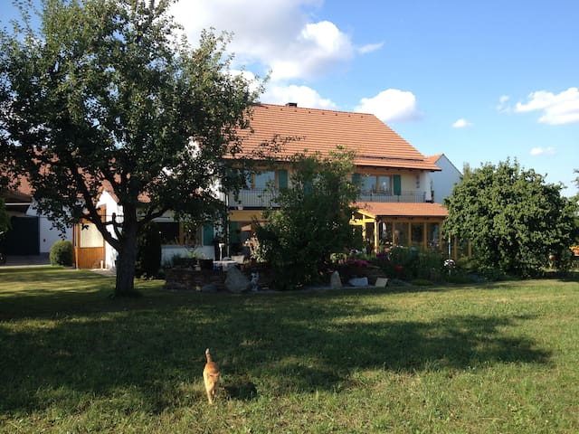 Holiday flat in the countryside - Moorenweis - Apartamento