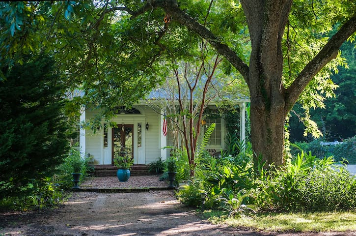 Southern-style home, just a short walk to downtown
