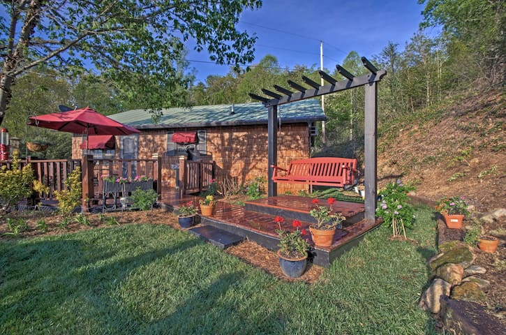 You'll adore this 1-bedroom, 1-bathroom Bryson City vacation rental cottage!