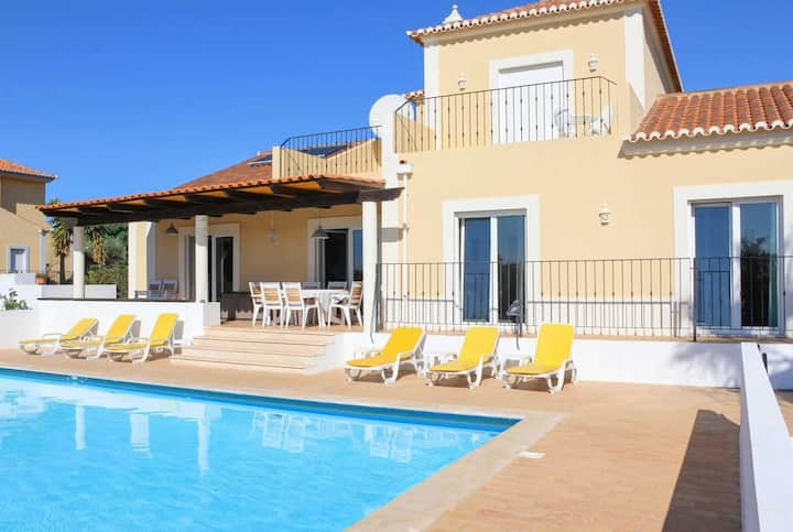 Villa with games room, volley ball court, BBQ