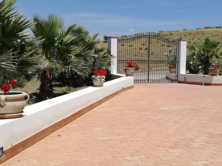 Villa Peppino, suite privata con veranda in villa.