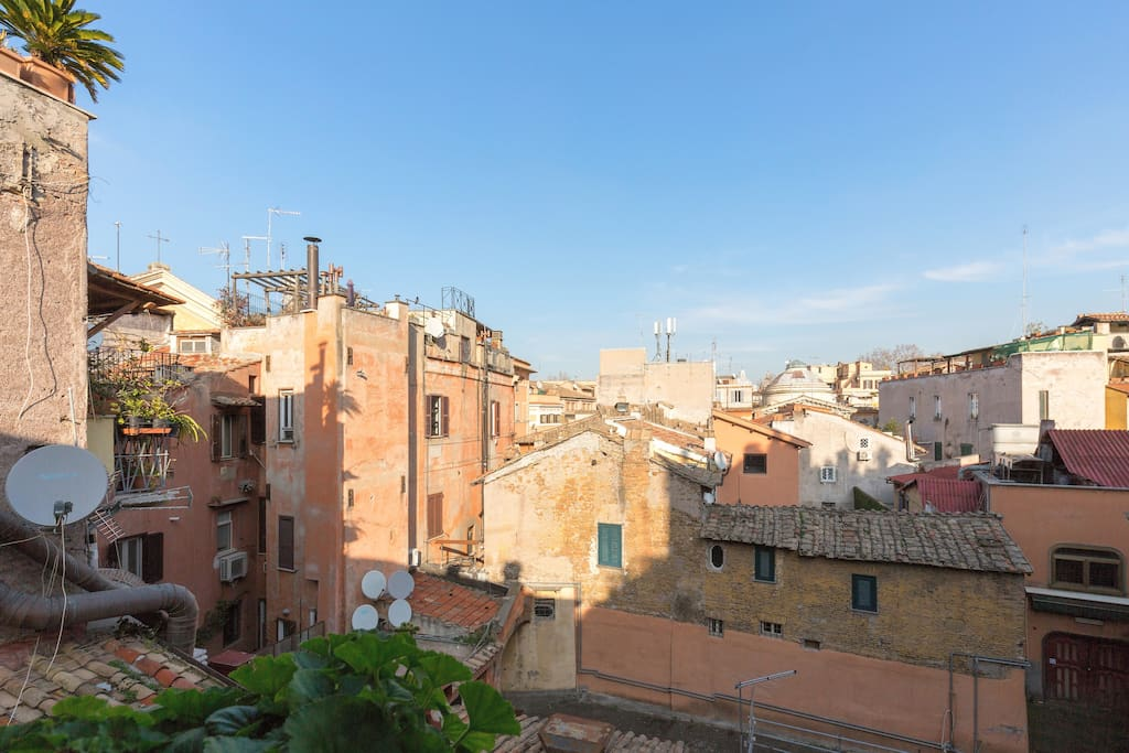 Wine house in heath of rome trastevere flats for rent for Airbnb roma