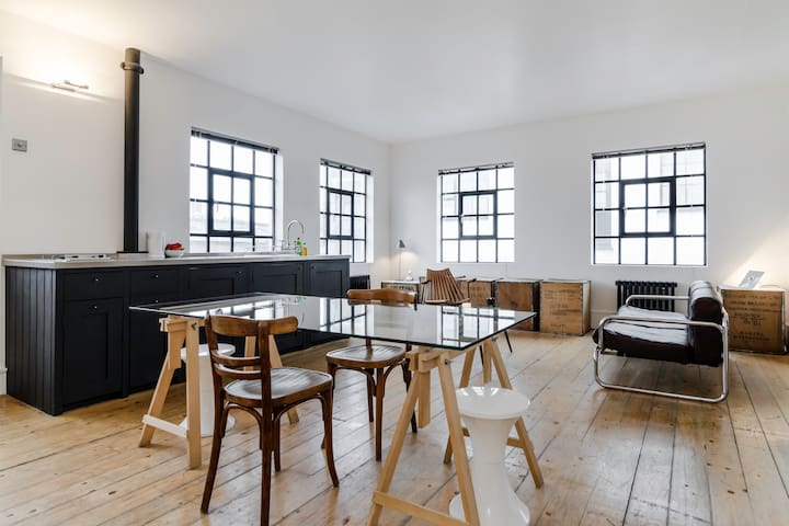 Urban Loft Apartment in Shoreditch / Hoxton