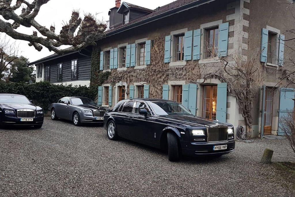 Rolls Royce show in the courtyard