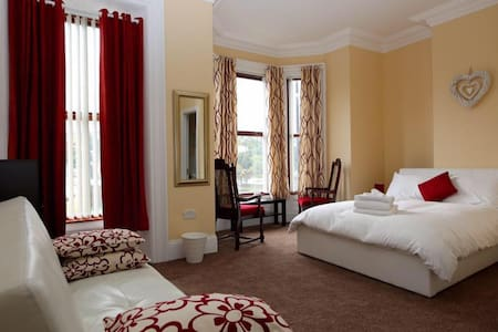 Bridge Bed & Breakfast. Double deluxe ensuite room - Londonderry