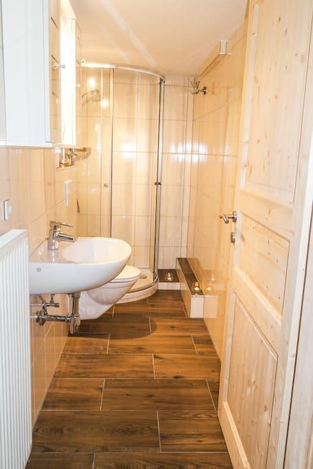 Badezimmer in der kleinen Wohnung