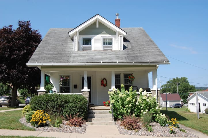 Beautiful and Charming Downtown Bungalow!