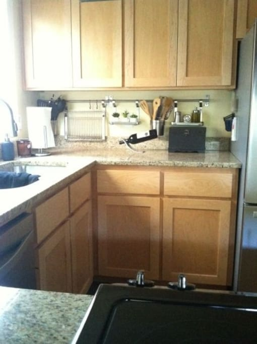 Quartz counter tops, dishwasher, garbage disposal