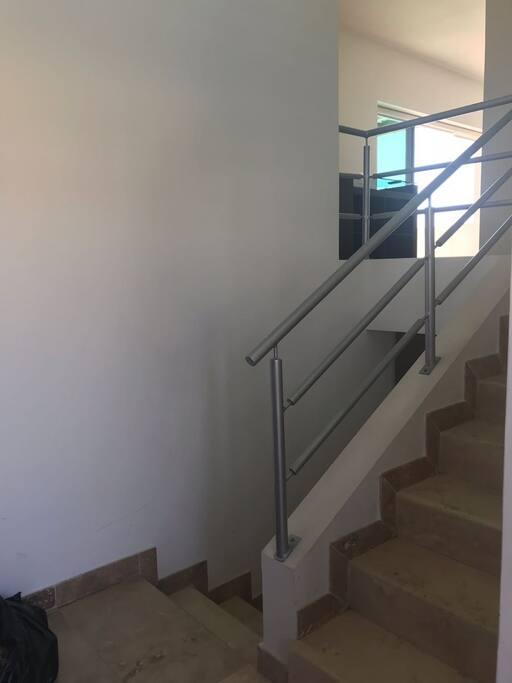 Escalera para ascender a la primer planta, o descender a los dormitorios.