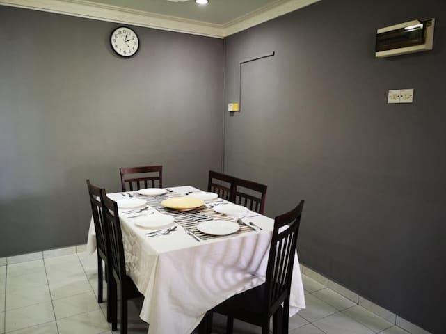 MALACCA MODERN HOMESTAY - SMALL TWIN ROOM