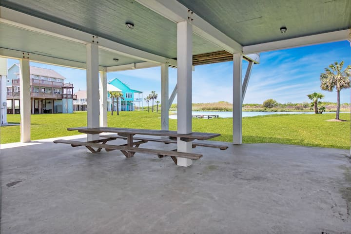 Huge Picnic Table for chillin under the house<br><br>