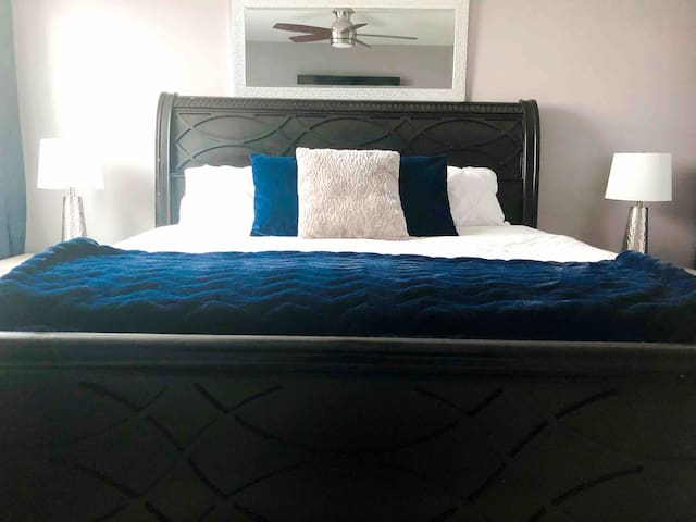 Spacious & Comfy King Suite Condo in DT Jasper Ave