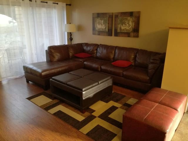 906. Comfortable, nicely located Condo NW SA.