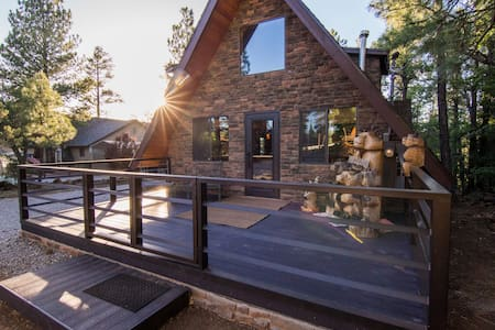 Quaint, Modern A-Frame Cabin in the Woods