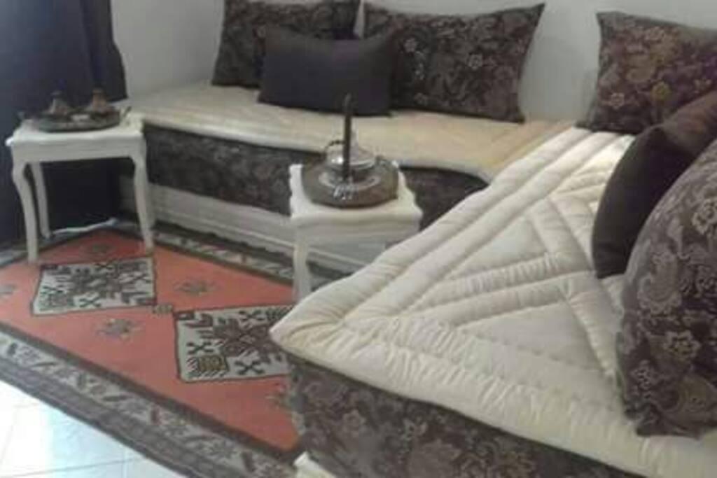 Chambre/salon modulable en grand lit ou 2 lits jumeaux.