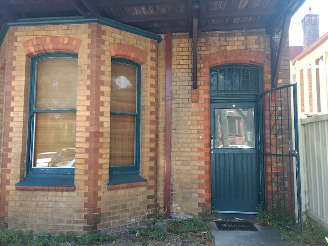 Two bedroom house 15 minutes from CBD