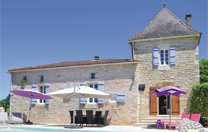 Beautiful home in Puy L´Eveque with WiFi, Outdoor swimming pool and 3 Bedrooms