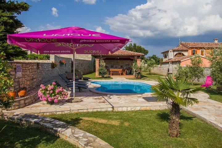 Family Villa Roy with Pool and big Playground - Orihi - Villa