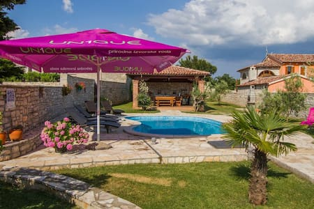 Family Villa Roy with Pool and big Playground - Orihi