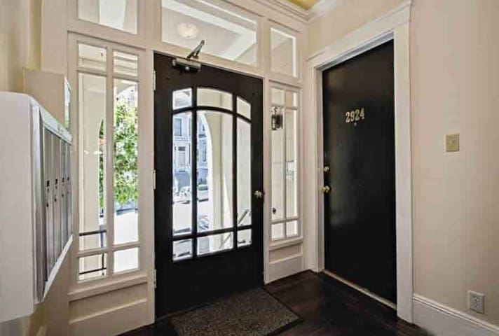 Spacious 1 Bedroom in Beautiful Pac Heights