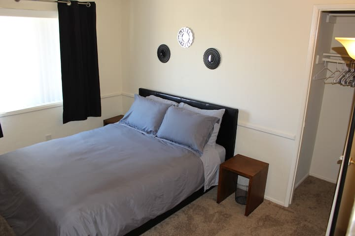 Private Bedroom Near Beach and Huntington Harbour - Huntington Beach - Adosado
