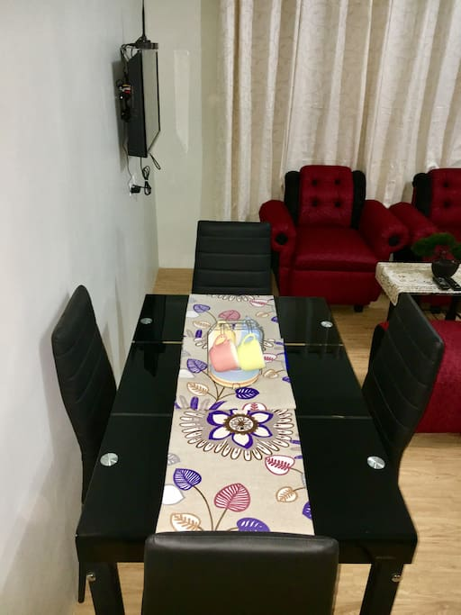 Dining table : 4 seaters