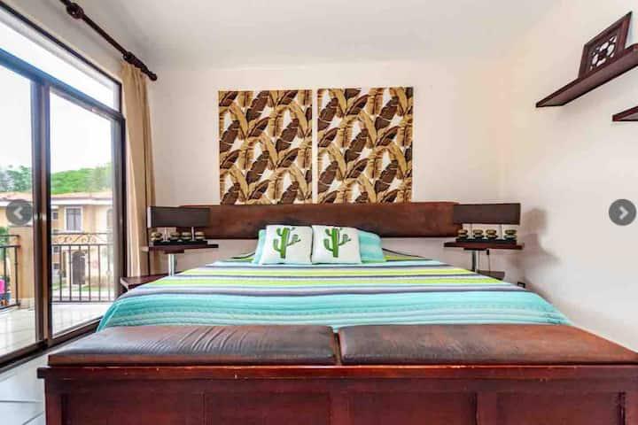 Casa 7per en condominio Playas del Coco Guanacaste