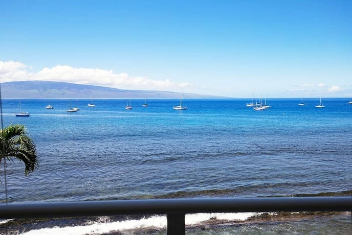 Perfect location & Unbelievable Views at Lahaina Roads