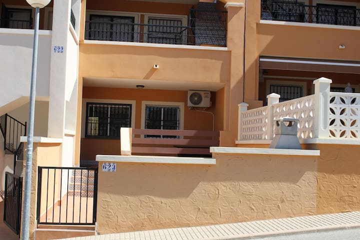 2 bedroom ground floor apartment Los Altos