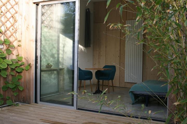 Chambre indépendante avec terrasse privée