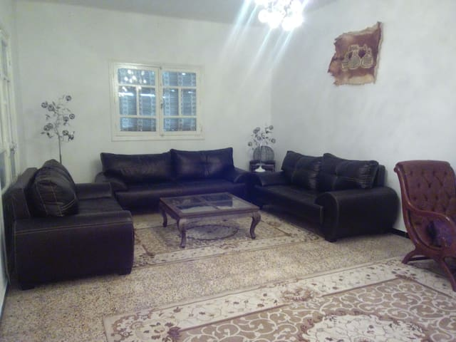Two convinient livingrooms for women with children - Tunis - Huoneisto