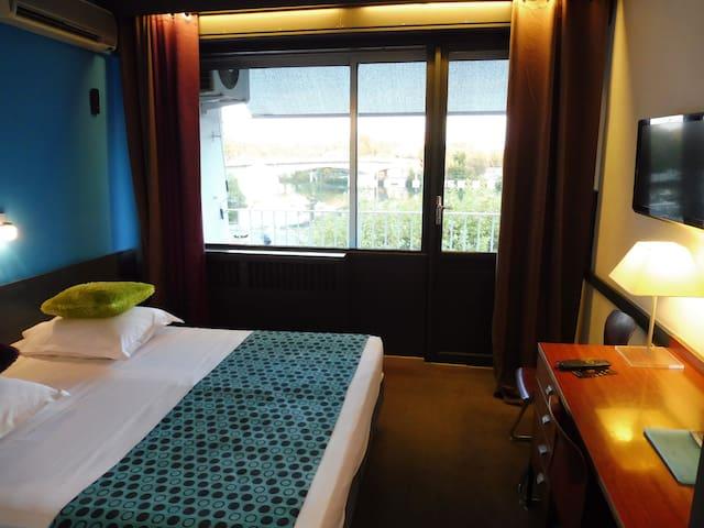 Chambre avec Balcon vue Rhône et Palais des Papes