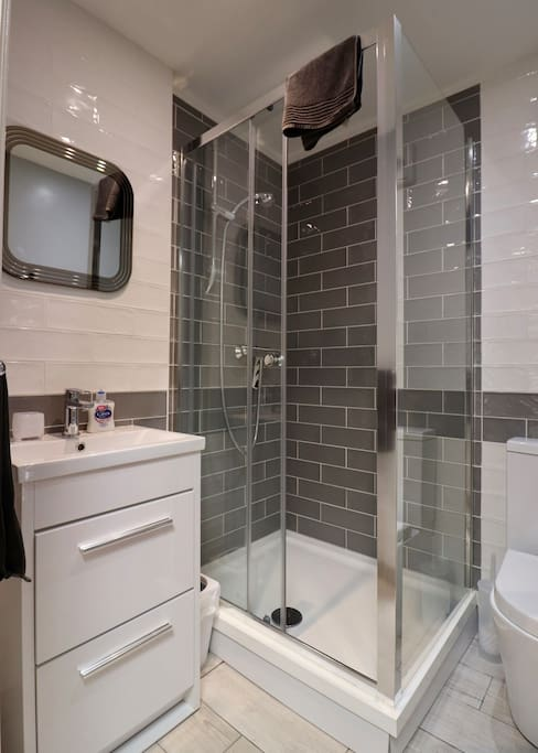 Modern clean en-suite with good lighting and mirror
