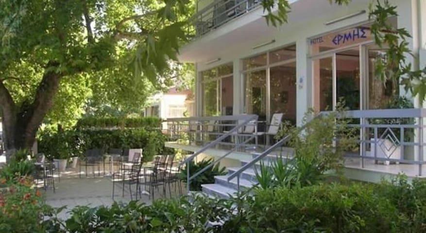Hotel ERMIS - Ξενοδοχείο ΕΡΜΗΣ - Loutra Ipatis - Byt