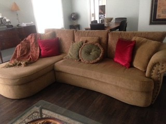 Comfortable sofa for low cost stay - Thousand Oaks - Hus