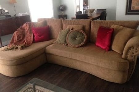 Comfortable sofa for low cost stay - Thousand Oaks