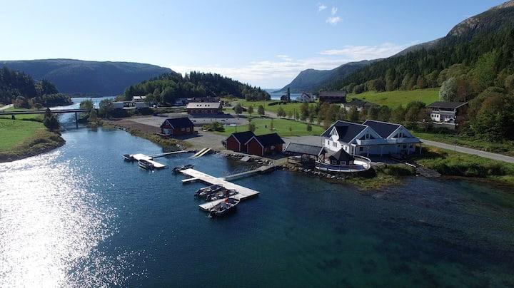 Moderne leilighet med utsikt over fjorden